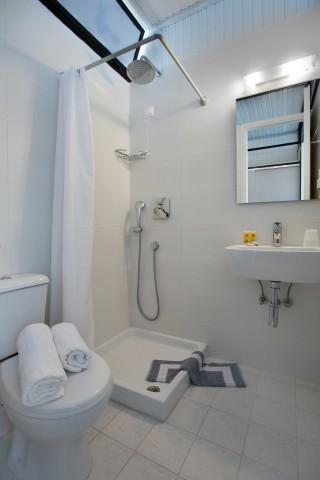 accommodation hippocampus hotel bathroom
